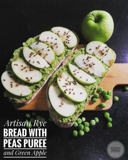 Artisan bread with Peas puree & Green Apple
